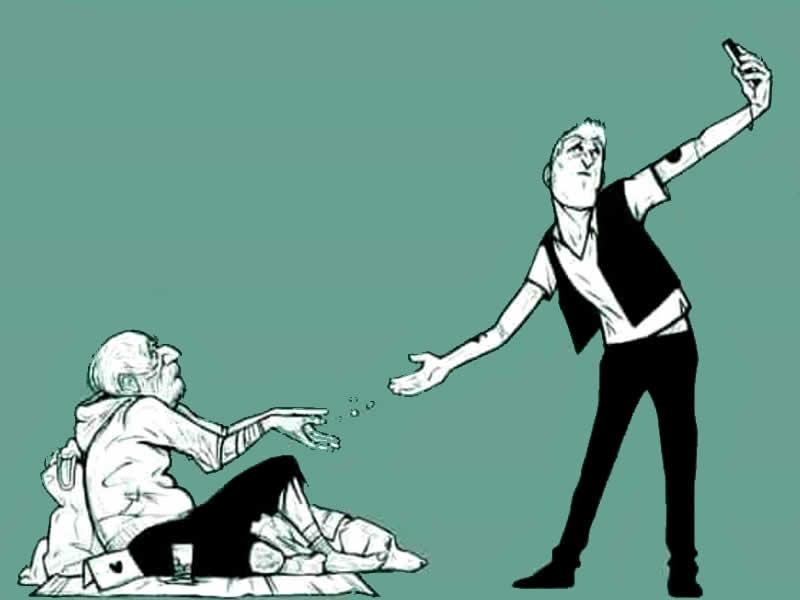 Desenho de um idoso maltrapilho recebendo esmola de um jovem bem vestido e tirando selfie deste seu ato